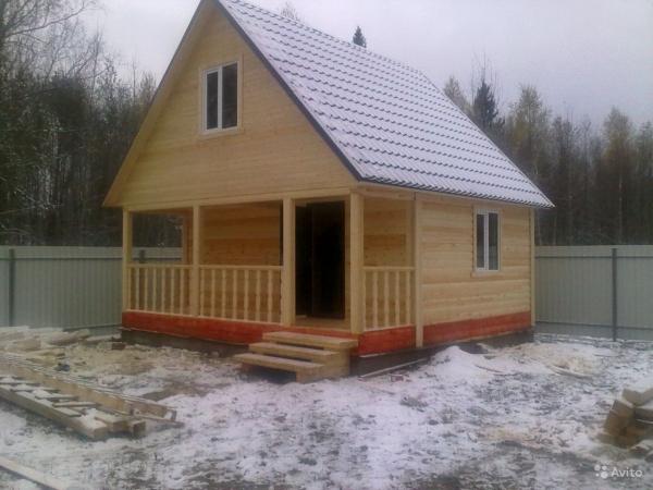Дом 6х6 со свайным фундаментом и кровлей