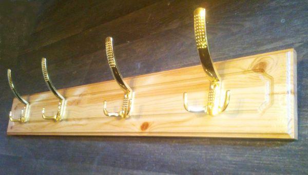 Вешалка для одежды из массива сосны