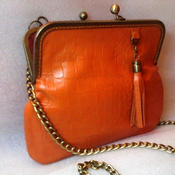 Сумка кожаная апельсиновая с кисточкой Handmade