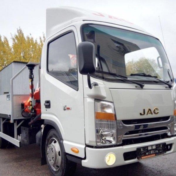 Бортовой грузовик с КМУ Fаssi на JAC N56
